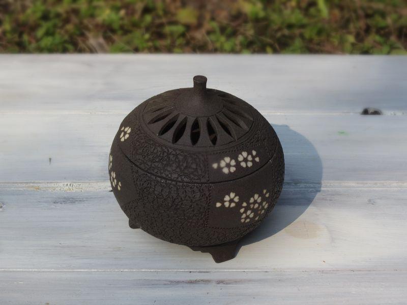 桜模様の象嵌入り香炉 その1